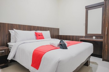 RedDoorz Plus @ Jalan Dr. Cipto Mangunkusumo Lampung Bandar Lampung - RedDoorz Room Best Deal