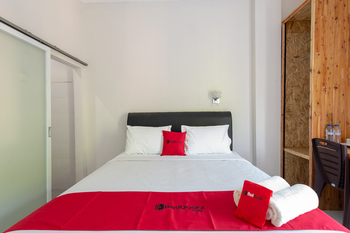 RedDoorz Plus Syariah @ Raya Nginden 2 Surabaya - RedDoorz Room with Breakfast Regular Plan