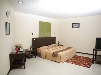 Cherry Pink Hotel Medan - Deluxe Room Regular Plan