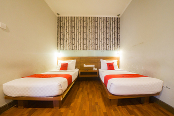RedDoorz Plus @ Celaket Malang - RedDoorz Twin Room Basic Deal
