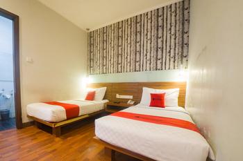 RedDoorz Plus @ Celaket Malang - RedDoorz Twin Room with Breakfast Regular Plan