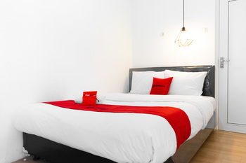 RedDoorz near Sam Poo Kong 3 Semarang - RedDoorz Room Regular Plan