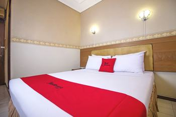 RedDoorz Plus @ Sukamulya Pasteur 2 - RedDoorz Room with Breakfast Regular Plan