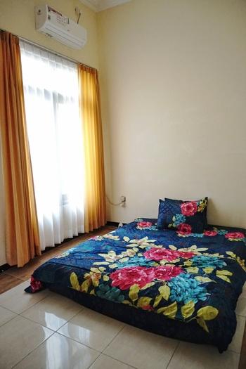Green Surabaya Homey (Syariah) Surabaya - Queen Happiness Room (AC+ TV) Regular Plan