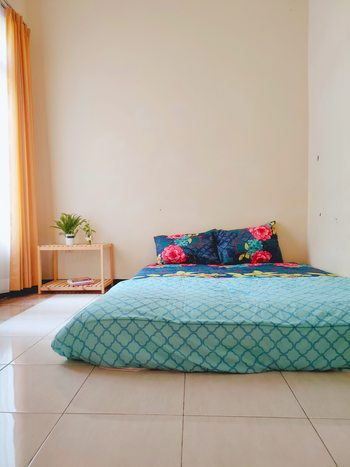 Green Surabaya Homey (Syariah) Surabaya - Double Happiness Room (AC+ TV) Regular Plan