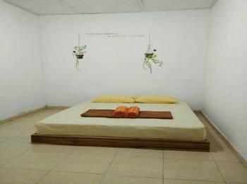 Ndalem Diajeng Homestay Yogyakarta - Double Room dengan Fan - kamar mandi luar. Regular Plan