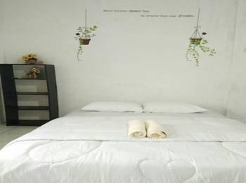 Ndalem Diajeng Homestay Yogyakarta - Deluxe room AC dengan kamar mandi hanya shower Regular Plan