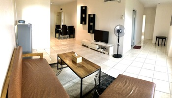 Queen Victoria Apartment Batam Batam - 3 Bedroom 2 Bathroom Suite 6 Pax 1 Night