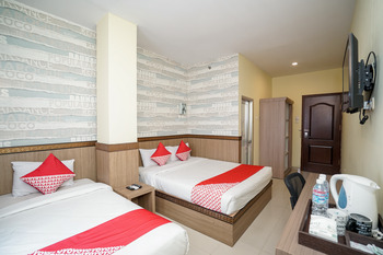 OYO 736 Hotel Best Skip Palembang - Suite Triple Regular Plan