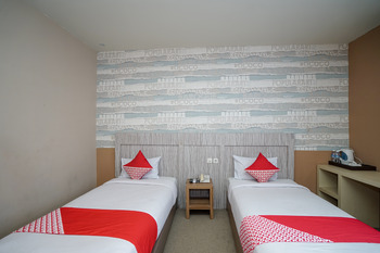 OYO 736 Hotel Best Skip Palembang - Deluxe Twin Room Regular Plan