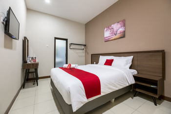 RedDoorz Plus near Ronggowarsito Museum Semarang Semarang - RedDoorz Room Last Minute