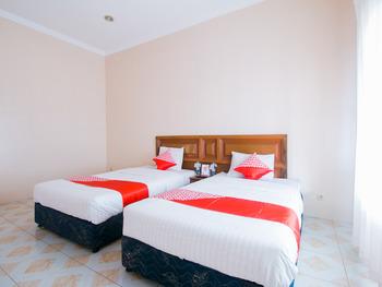 OYO 1667 Edotel Smkn 1 Pacet Syariah Cianjur - Deluxe Twin Room Regular Plan