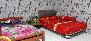 Dharmawati Homestay Surabaya - Deluxe AC Minimum Stay 2 nights