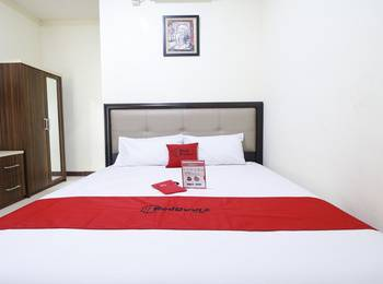 RedDoorz Plus near Universitas Indonesia Depok - RedDoorz Room with Breakfast Basic Deal