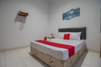 RedDoorz near Setrasari Mall Bandung - RedDoorz Room 24 Hours Deal