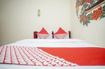 OYO 448 Hotel Central Palembang - Deluxe Double Room Regular Plan