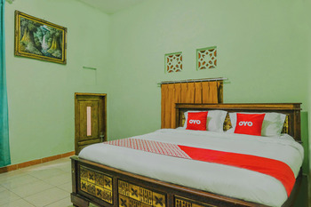 OYO 1689 Sumber Urip Family Homestay Syariah Malang - Saver Double Room Promotion