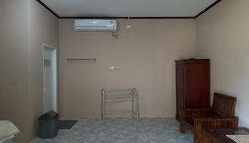 Homestay Joss Belitung - Standard AC Room Regular Plan