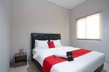 RedDoorz Plus near JIEXPO Kemayoran Jakarta - RedDoorz Room 24 Hours Deal