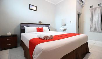 RedDoorz Plus @ Hotel Star 88 Yogyakarta - RedDoorz Deluxe Room Regular Plan