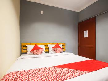 OYO 990 Stadion Residence Medan - Standard Double Room Regular Plan