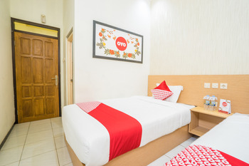 OYO 565 Mutiara Panderman Inn Syariah Malang -  Standard Twin Room Regular Plan