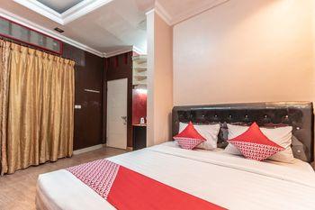 OYO 1319 Puspita Guesthouse Bekasi - Suite Double Regular Plan