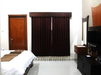 Artha Guest House Yogyakarta - Papua Room 2nd Floor With Balcony Regular Plan