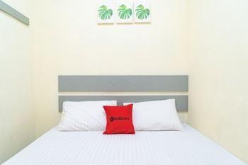 RedDoorz near CBD Ciledug Tangerang - RedDoorz Room with Breakfast Regular Plan