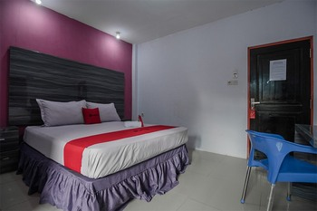 RedDoorz near Taman Murjani Banjarmasin - RedDoorz Room Regular Plan