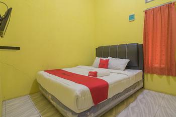 RedDoorz Syariah @ Pembangunan Street Cirebon - RedDoorz Room Basic Deal