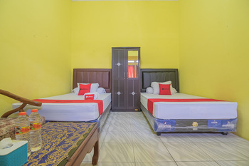 RedDoorz Syariah @ Pembangunan Street Cirebon - RedDoorz Twin Room with Breakfast Basic Deal