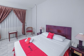 RedDoorz Plus near UIN Banjarmasin Banjarmasin - RedDoorz Deluxe Room Basic Deal