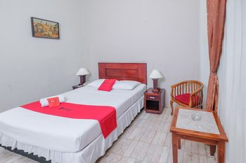 RedDoorz Plus near UIN Banjarmasin Banjarmasin - RedDoorz Room Regular Plan