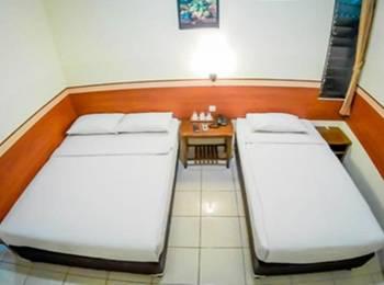 Sakura Guest House Bandung - Deluxe Room Regular Plan