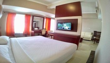 Hotel Tosan Solo Baru Solo - Suite Room Regular Plan