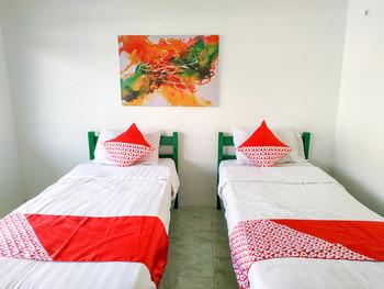 OYO 3098 Hotel Sahabat Baru Singkawang - Deluxe Twin Room Promotion