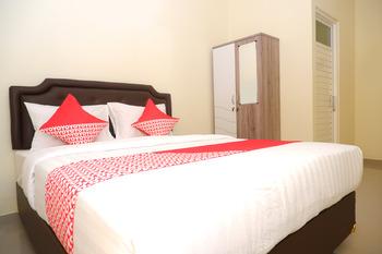 OYO 1041 Ayuning Guesthouse Semarang - Deluxe Double Room Regular Plan