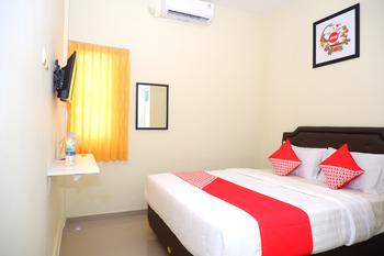 OYO 1041 Ayuning Guesthouse Semarang - Standard Double Room Regular Plan