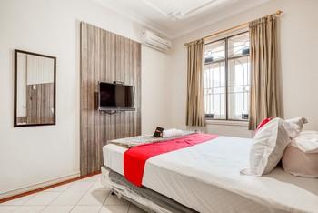 RedDoorz near UNTAG Surabaya Surabaya - RedDoorz Room with Breakfast Regular Plan