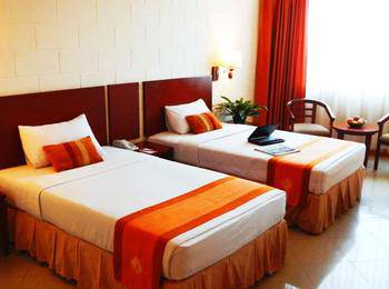 Mega Lestari Balikpapan - Standard Side Wing Twin Room Only - Special Deals Regular Plan