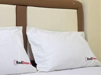 RedDoorz @Taman Sari Jakarta - Reddoorz Room Special Promo Gajian