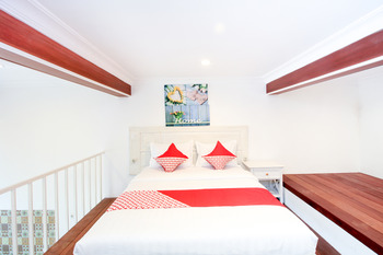 OYO 204 Blessing Residence Surabaya - Deluxe Double Room Regular Plan