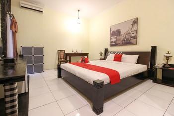 RedDoorz Plus @ Palagan Yogyakarta - RedDoorz Deluxe Room with Breakfast Regular Plan