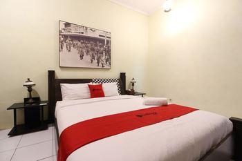 RedDoorz Plus @ Palagan Yogyakarta - RedDoorz Family Room Last Minute