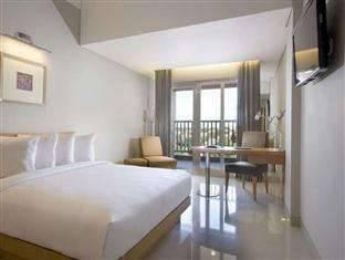Hotel Santika Jemursari - Executive Room King Staycation Offer Room Only Regular Plan