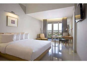 Hotel Santika Jemursari - Deluxe Room King Staycation Offer Room Only Regular Plan