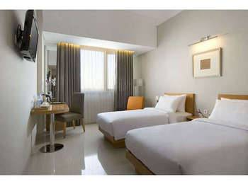Hotel Santika Jemursari - Deluxe Room Twin Staycation Offer Room Only Regular Plan