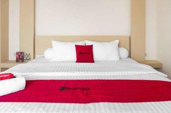 RedDoorz Plus near Millenium ICT Centre Medan 2 Medan - RedDoorz Family Room Regular Plan