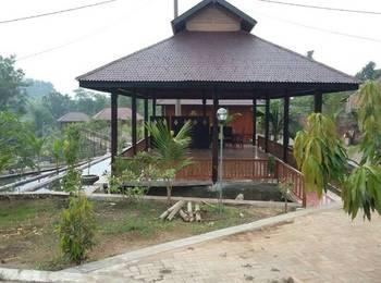 Rumah Kayu Pinggir Kali
